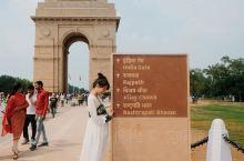 印度门:地位堪比天安门的印度门  据说印度门的地位类似于天安门。这是一个不收门票但需要安检的地方。