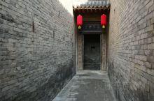 王家大院位于山西省灵石县城东12公里处,是清代民居建筑的集大成者,由历史上灵石县四大家族之一的太原王