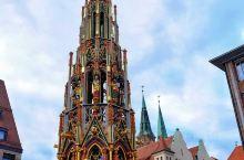 """对了,纽伦堡还有精美的""""美泉""""和全德知名的市场。圣诞节期间就是著名的德国圣诞市场,绝对值得为此专门组"""