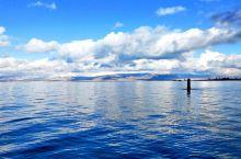 高原上的蓝宝石,这是向导对青海湖的称呼,无论从哪个角度看都有不一样的美,十月中旬高原的天气忽冷忽热,