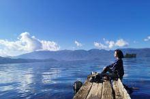 泸沽湖边,骑车慢游。阳光正好,湖水正美