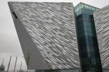 贝尔法斯特(英语: Belfast;爱尔兰语: Béal Feirste)在爱尔兰岛东北沿海的拉干河