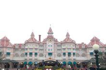 感觉每次进迪士尼都刚好遇到游行,巴黎的迪士尼是我第一次去迪士尼,比奥兰多的便宜太多了,性价比个人认为