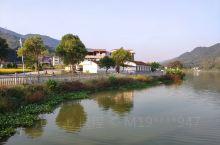儿时熟悉的稻米成熟的景象加上如今美丽乡村,完美。