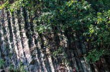 捺山。距离南京市中心不足百公里的一座死火山。捺山玄武岩石柱是大约500-1000万年以前新生代第三纪