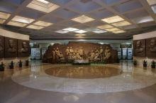 走尽中山四路西端,向右拐就看到了位于重庆市上清寺西南角的特园——中国民主党派历史陈列馆。