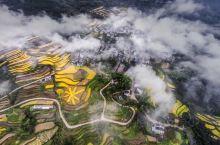 这个秋天,去天台山的的魅力村落畅想惬意时光。清溪映重峦叠嶂,山半云行轻霭扬,青山环抱着古朴人家,如诗