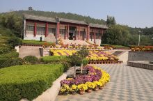 山东省日照莒县的浮来山风景区。此景区是莒县最著名的地方,浮来山取自海上浮来仙山之意,景区里面的最著名