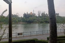 寸金公园-湛江八景之一。不但风景秀丽,环境幽雅,而且还是湛江市政府定为爱国主义教育的基地。记载着湛江