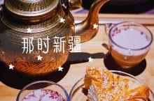 米其林新疆菜 对大盘鸡和奶茶深度种草  诗意人生就要肆意撸串,新鲜热气羊肉现切现串现烤,红柳烤肉全身