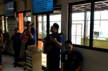 一不小心就被感动——在薄荷岛回宿雾的渡轮码头候船大厅一支盲人乐队表演!  结束了薄荷岛两天的行程,我