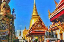 #泰国艺术—大皇宫#     大皇宫,曼谷的名片之一,汇集了泰国建筑、绘画、雕刻和装潢艺术的精萃,其