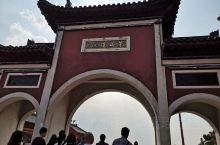 茅山位于江苏省镇江主峰大茅峰,似绿色苍龙之首,也是茅山的最高峰,虽不算高,但常言道:山不在高,有仙则
