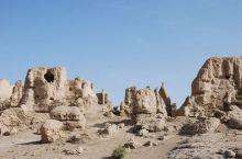 交河故城昃吐鲁番市比较大的,也是最值得一去的一个景点,里面的残墙断壁仍能反映当时部分状况的。