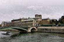 最美巴黎,正在重建的巴黎圣母院,夜间的埃菲尔铁塔,方尖碑,巴士底狱,三大博物馆之一的卢浮宫