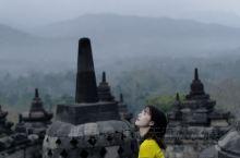 Borobudur婆罗浮屠 等日出  婆罗浮屠位于东南亚的印度尼西亚,大约于公元750年至850年间