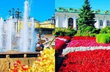 【金秋时分俄罗斯皇家园林最美图片】 南北狭长的花园内鲜花盛开、绿树成荫、环境优美。休闲的本地人坐在靠