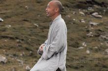 在 五台山·五台  大白塔 禅修时候偶然间发现很多僧人,也幸运的抓拍到了,他们个个面相慈悲,这无疑是