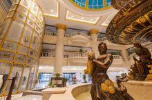 全景落地窗轻松拍大片—长春五环国际大酒店  酒店设施豪华,全自动的窗帘配上大大的落地窗,俯瞰着下面城