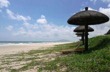 海南岛最值得一游景区之~月亮湾 作为海南环岛游的第一站,文昌,是个很值得一游的地方,那里有海南最美的