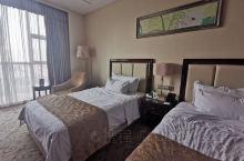 靖江当地比较好的五星级酒店,离市中心10分钟车程,硬件设施还不错。