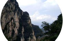 洛阳嵩县白云山,风景秀丽美景如画,是夏季避暑休闲的好去处。走进深山,有天然的森林氧吧,又有瀑布、溪水