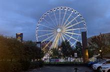 9月中旬去的利物浦,海边城市,环境优美,晚上在海边船坞逛逛非常漂亮,白天参观利物浦大学古老而优雅,地