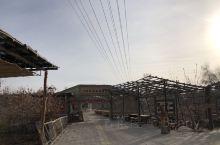 刀郎部落 南距阿克苏68公里,北距阿瓦提县城10公里。人工打造的刀郎部落景区,但是原生态和当地居民生