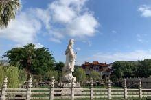来到福鼎资国寺给人最大的感受是:集观光、休闲、朝拜宗教于一体的好地方!寺庙见的多了,但资国寺风光令人