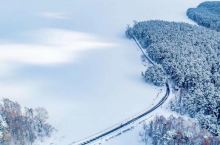 长白飞雪,松江挂银。冬天是游览吉林的最好季节,千里冰封、万里雪飘的场景对很多的小伙伴们来说可能格外具