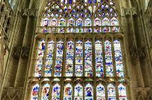 #七彩的玻璃#  来约克大教堂欣赏美丽的七彩珠窗是一个不错的选择!  详细地址: 约克大教堂   推