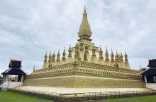 万象位于湄公河畔,以闲适和宁静著称。         作为老挝首都,万象没有车水马龙、高楼林立。名胜