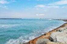 拉巴特濒临大西洋,由于海域附近暗礁遍布,所以并未特别建设港口。沿着老城一路向北,便会看到一条狭长的海