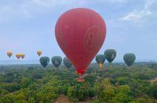 被称为千佛之国的缅甸也是可以体验到热气球的,在蒲甘,当你乘坐热气球升空的时候,你会看到一望无际的佛教