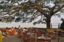 位于伊洛瓦底河东岸的酒店,大树餐厅很有特色,可观落日。 酒店设施不错,房间挺舒适的。餐厅的菜品也还可