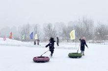 松花江畔。随时随地的滑雪场。 冬季来大吉林,娃们撒了欢儿了! 滑雪滑雪滑雪