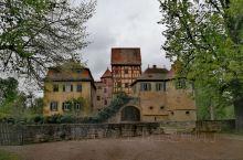 已经不记得第几次来德国法兰克福了,却直到去年秋天才有时间旅游旅游。  广场、河畔、美术馆、歌德故居,