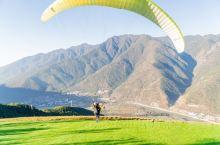 娱乐体验: 无动力滑翔伞,它是慢速的,安静的,轻柔和优雅的漂浮于空中,像鹰一样翱翔,俯瞰大地,利用热