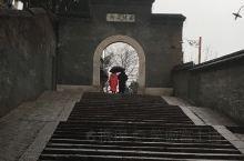 镇江曾为江苏的省会,作为长江与京杭大运河的交汇之处,自然成为交通要冲。西津渡在码头基础上逐步发展起来