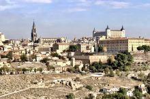托莱多城堡Alcazar of Toledo 曾经在三世纪时用作罗马帝国的一个王宫,它高高的建在古城