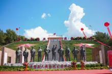 平型关战役遗址位于山西省大同城东南灵丘县城西南的蔡家峪、小寨及白崖台乡的关沟、辛诘、跑池一带。由平型
