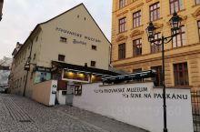 比尔森(捷克) 比尔森是啤酒之城,参观比尔森啤酒博物馆,比尔森啤酒有捷克三大名酒之称,所以到捷克的比