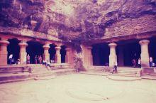 象岛是孟买港湾中的一个岛屿,为联合国世界文化遗产。目前最有名且保存尚好的为第一窟湿婆神庙,是印度雕刻