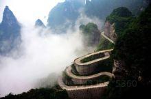 张家界的天门山一直赫赫有名,古称嵩梁山和云梦山,是张家界永定区海拔最高的山,北距离城区8公里,因为自