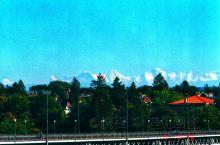 在瑞士伯尔尼、苏黎士和日内瓦,可常年看到阿尔卑斯山脉上的雪。
