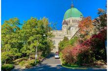 加拿大魁北克皇家山顶的圣约瑟修道院,教堂坐落在蒙特利尔皇家山顶,气势恢弘,是世界最著名的朝拜圣坛之一