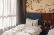 我去过第二次了,一直都选这家酒店。经济又实惠,关键是干净卫生,老板想康巴汉子,热情憨厚,特别是他家的