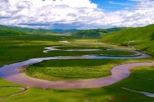九曲黄河第一湾位于若尔盖县唐克乡,这里正好是四川、青海、甘肃三省交界处。天下黄河九十九道弯,最美的自