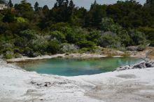 新西兰是一个很美丽、旅游资源很丰富的国家!既有冰川雪山又有火山地热的资源,既有现代化的城市又有古老的