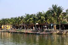 会安位于越南中部岘港市郊秋盆河北岸,会安江入海口的附近,距岘港市区约30公